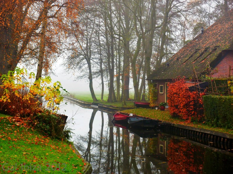 beautiful-canals-village-netherlands-no-roads (8)