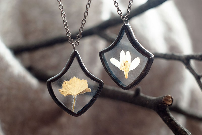 beautiful-vintage-style-pressed-flower-jewelry (13)