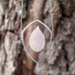 Russian jewelry designer creates beautiful pendants containing the beauty of nature