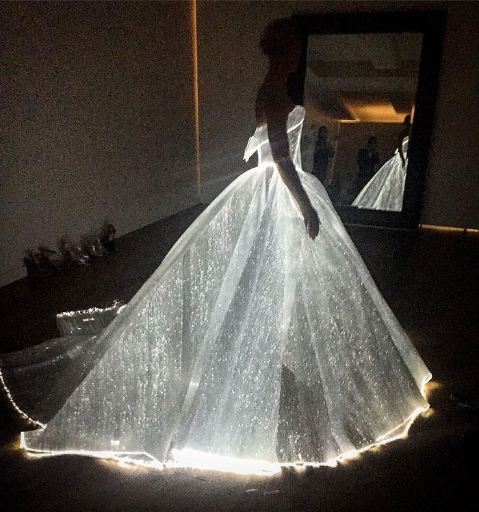 cinderella-glowing-dress-gown-met-gala-ball (1)