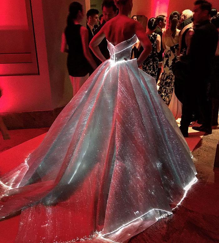 cinderella-glowing-dress-gown-met-gala-ball (5)