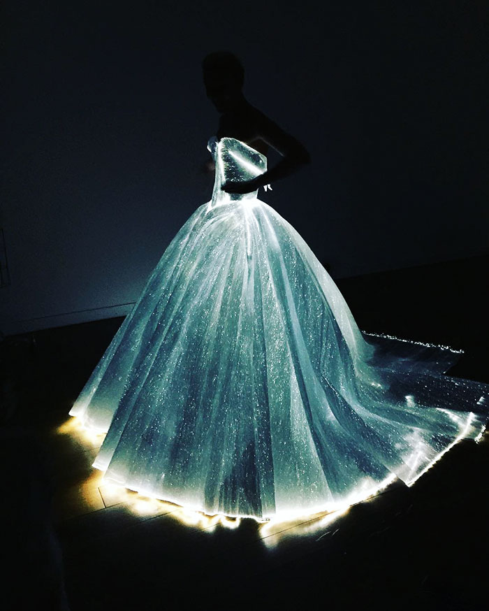 cinderella-glowing-dress-gown-met-gala-ball (6)