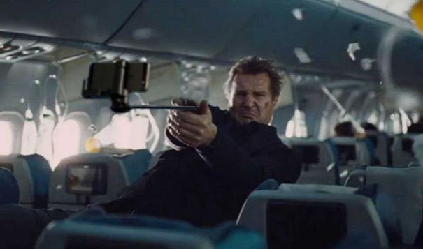 funny-pictures-photoshopped-movies-guns-replaced-with-selfie-sticks- (14)
