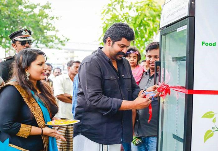 india-public-service-street-fridge-for-homeless-people (1)