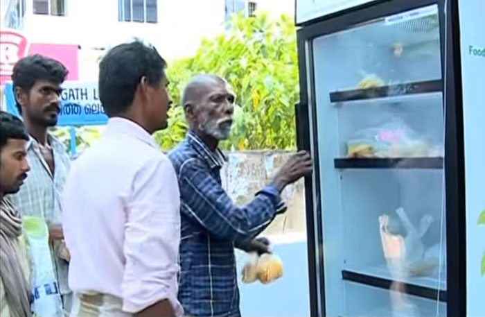 india-public-service-street-fridge-for-homeless-people (5)