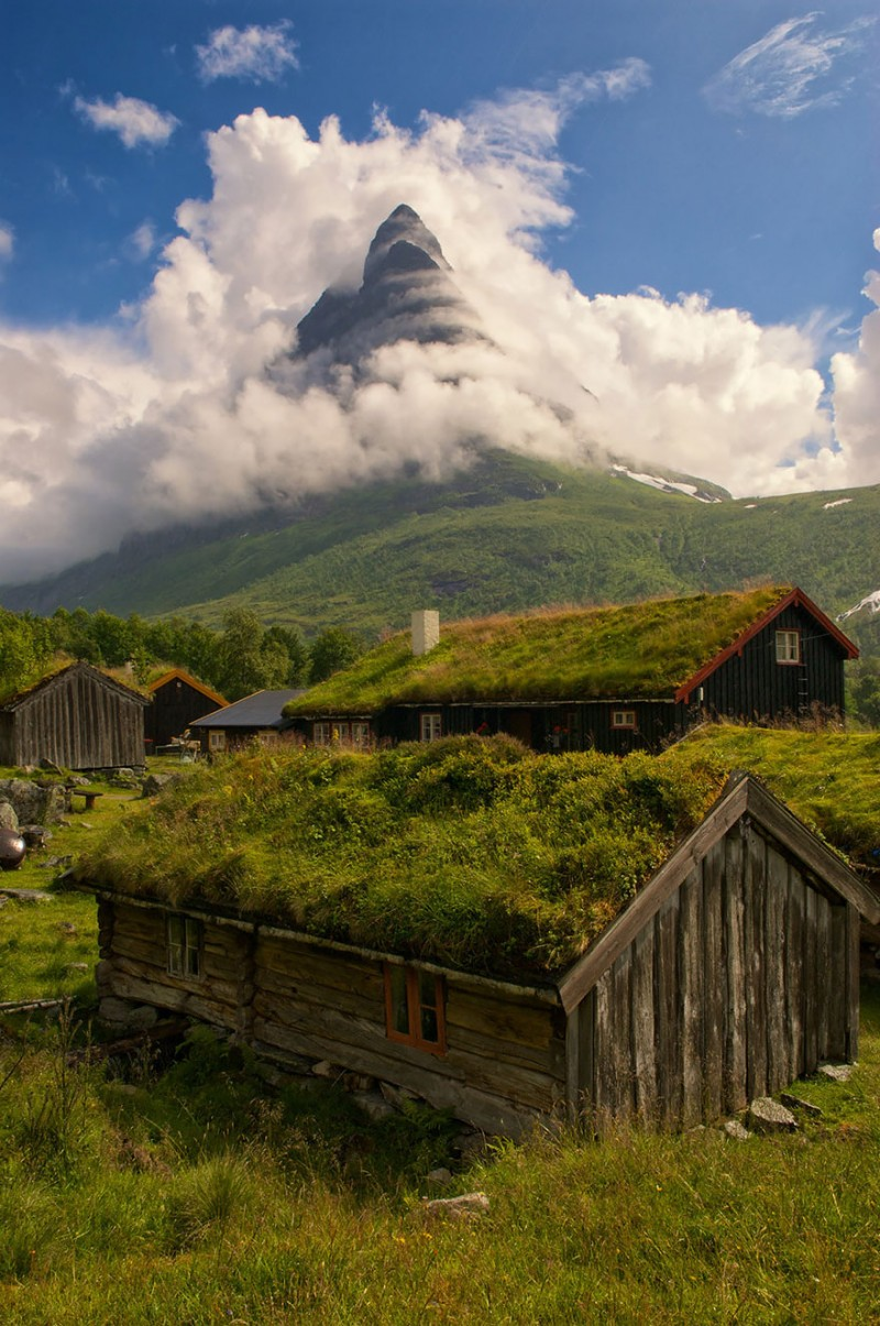 most-beautiful-small-villages-towns-in-world-fairy-tale-like (10)