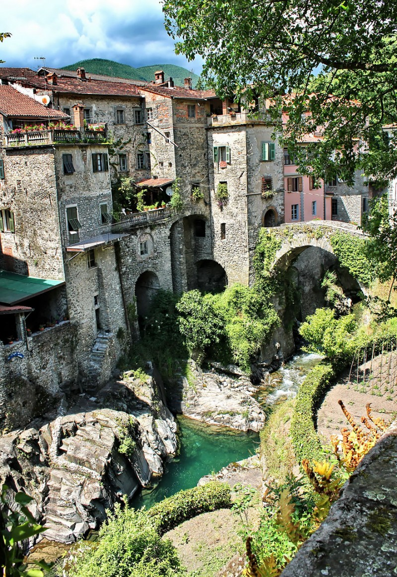 most-beautiful-small-villages-towns-in-world-fairy-tale-like (6)