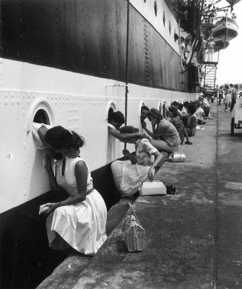vintage-war-old-photos-love-romance-kiss (10)