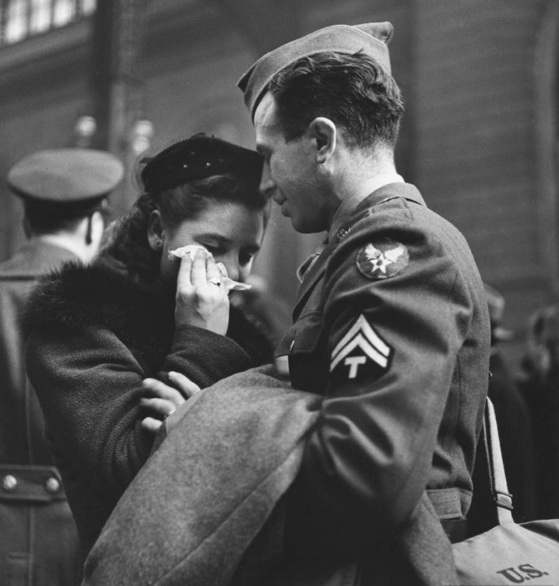 vintage-war-old-photos-love-romance-kiss (12)