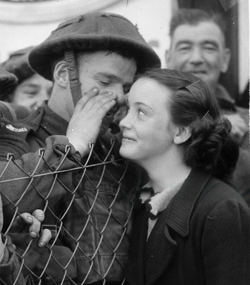 vintage-war-old-photos-love-romance-kiss (15)