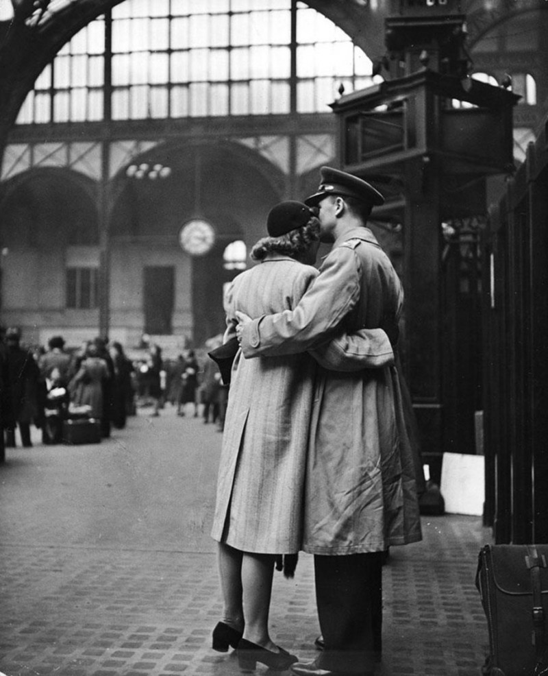 vintage-war-old-photos-love-romance-kiss (5)