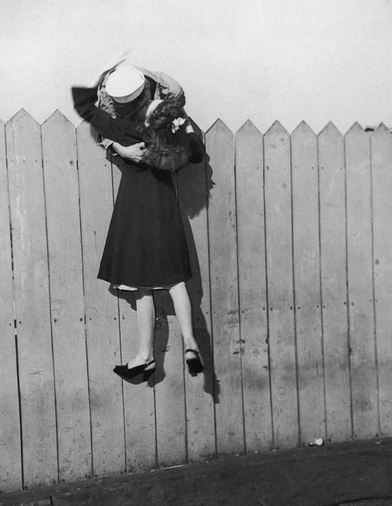 vintage-war-old-photos-love-romance-kiss (9)