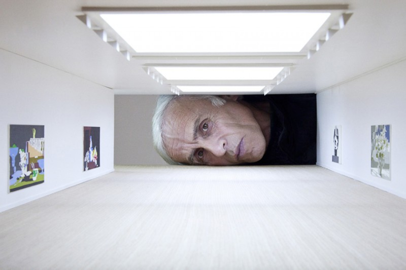 weird-art-photography-giant-heads-in-famous-art-gallery (1)