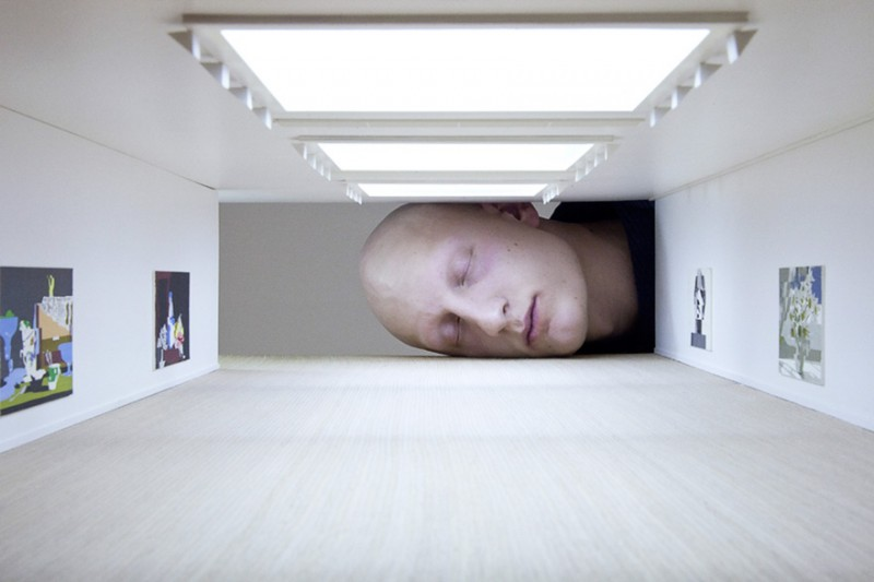 weird-art-photography-giant-heads-in-famous-art-gallery (2)