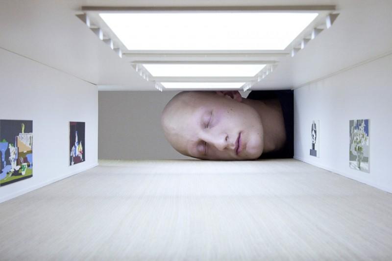 weird-art-photography-giant-heads-in-famous-art-gallery (2)