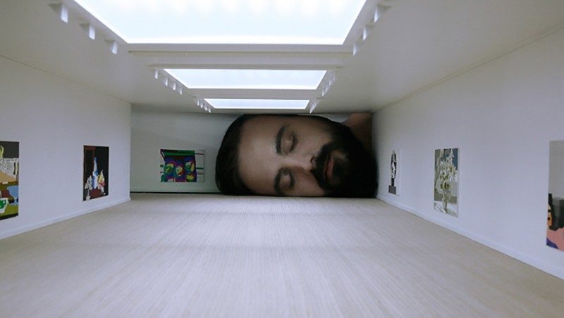 weird-art-photography-giant-heads-in-famous-art-gallery (5)