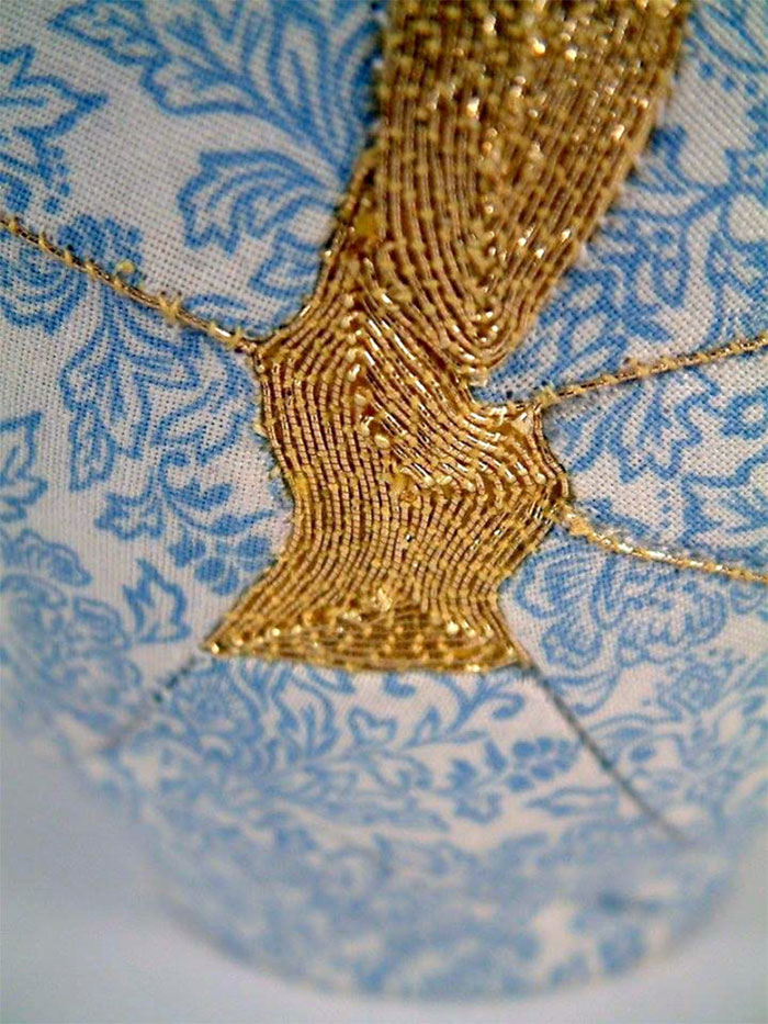 work-of-art-broken-vase-repair-gold-thread-traditional-japanese-technique (4)