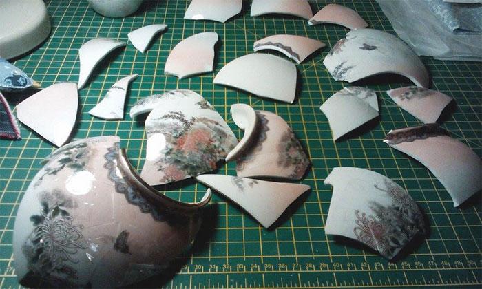 work-of-art-broken-vase-repair-gold-thread-traditional-japanese-technique (6)