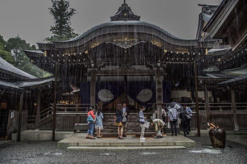 beautiful-photographs-Japans-rainy-season-like-paitnings (3)
