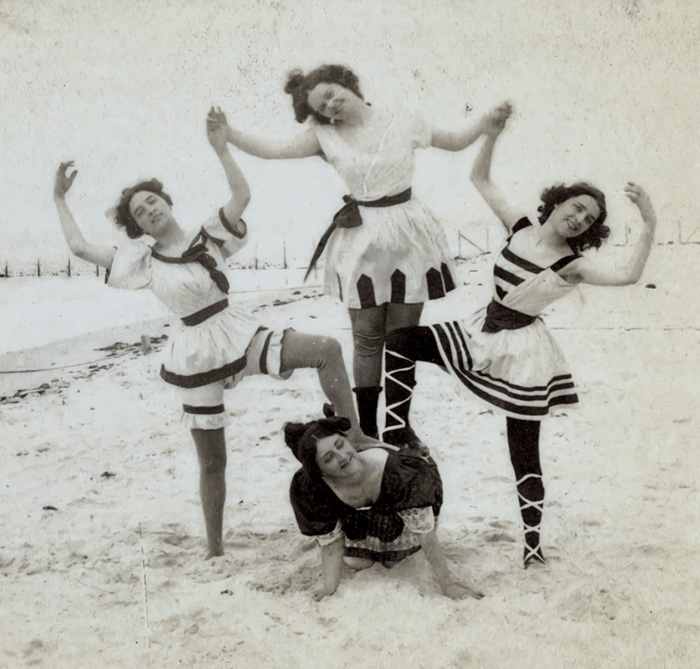 funny-photos-retro-black-and-white-photography-victorian-era-pictures (1)
