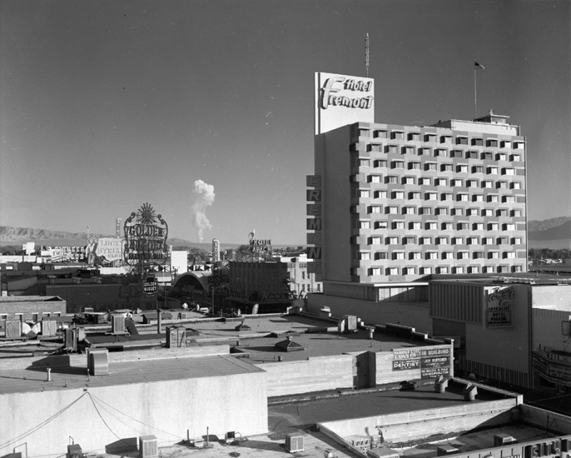 nuclear-tourism-atomic-bomb-1950s-las-vegas-sin-city-photos (3)