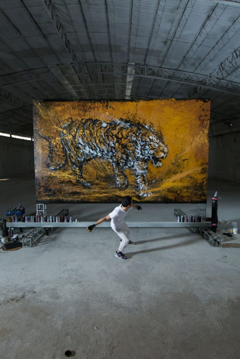Traditional-Chinese-performance-art-Splattered-Ink-tiger-painting (10)