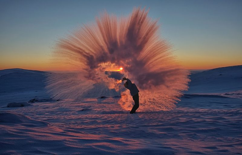 amazing-cool-photography-timing-photos-throwing-tea-40-celsius-icy-crystals (1)