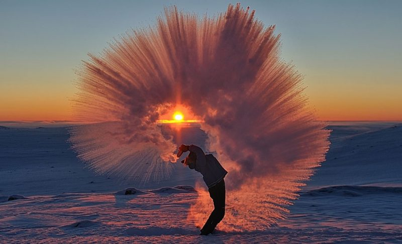 amazing-cool-photography-timing-photos-throwing-tea-40-celsius-icy-crystals (2)