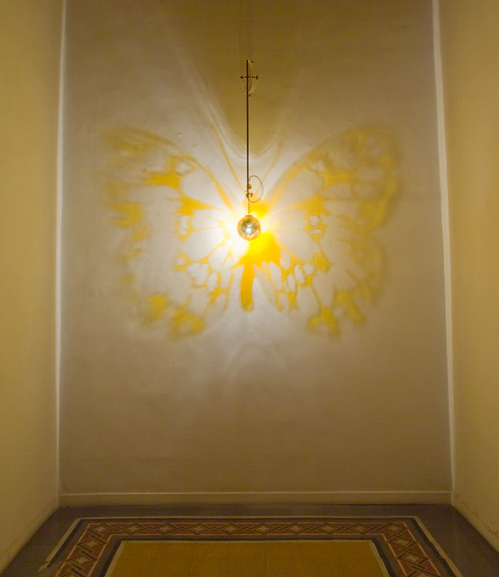 Stunning shadow art created by light and wall | Vuing.com