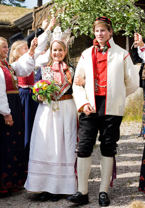 beautiful-traditional-wedding-dresses-countries-around-the-world (5)