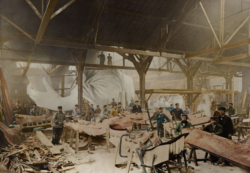 colorized-historic-old-black-and-white-photos-landmarks-under-construction (12)
