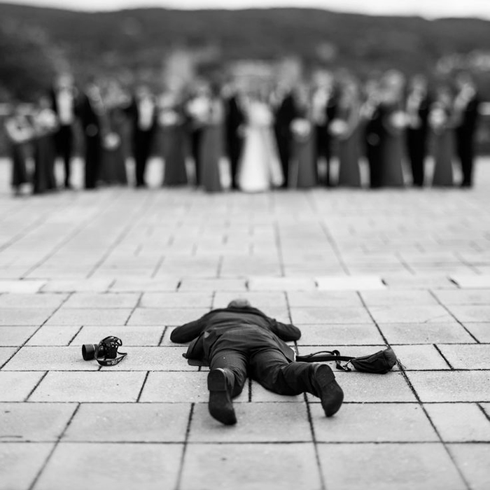 funny-pictures-professional-wedding-photographers-behind-the-scenes (8)