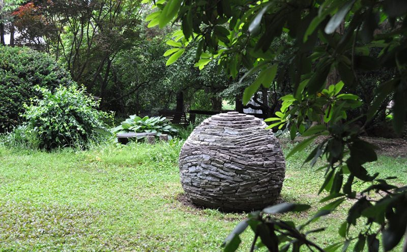 incredible-stacked-stone-garden-spheres-sculpture-art (6)