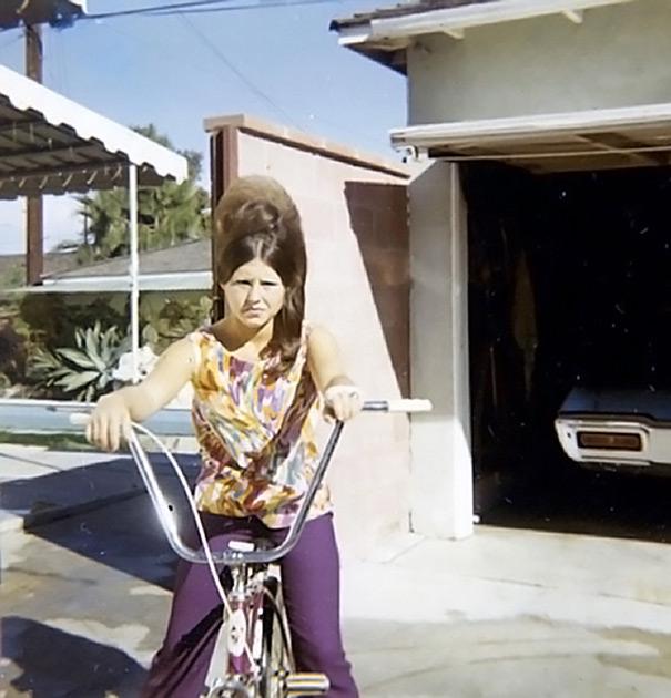 strange-weird-odd-vintage-1960s-hairstyles-big-hair (20)