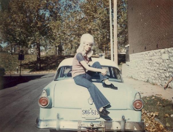 strange-weird-odd-vintage-1960s-hairstyles-big-hair (4)
