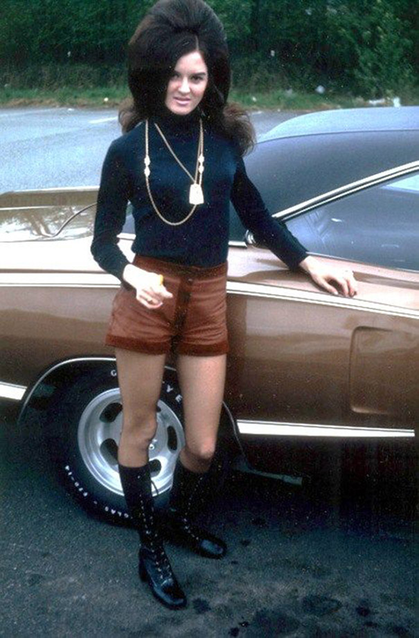 strange-weird-odd-vintage-1960s-hairstyles-big-hair (7)