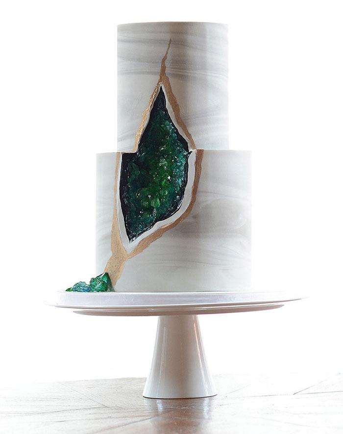 stunning-beautiful-amethyst-geode-wedding-cake-design (10)