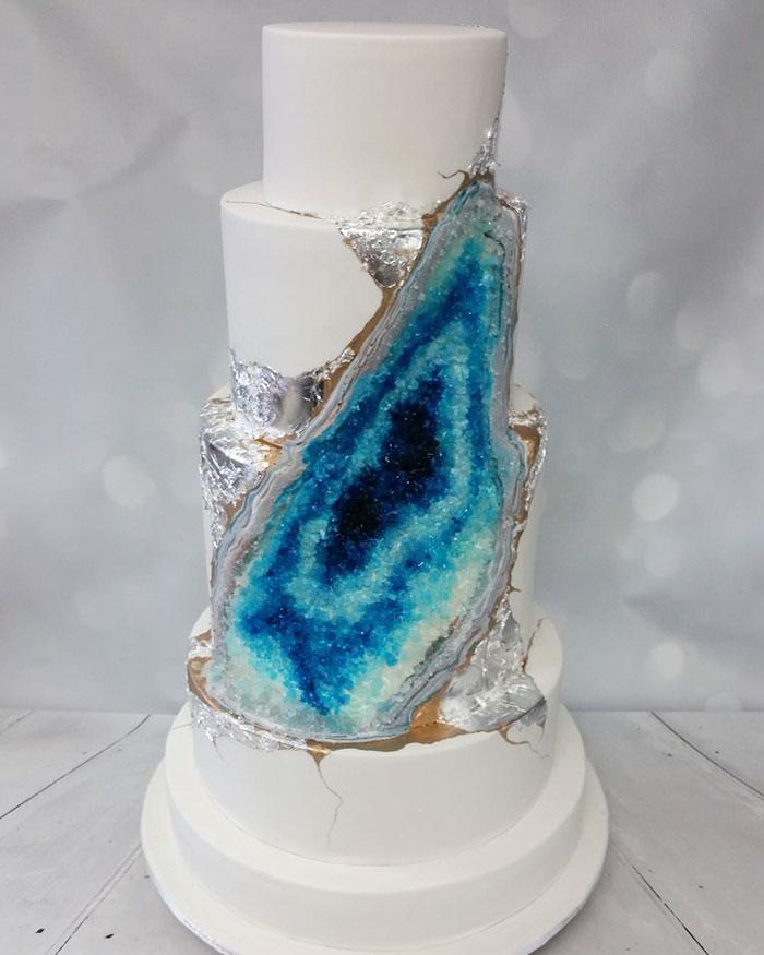 stunning-beautiful-amethyst-geode-wedding-cake-design (11)