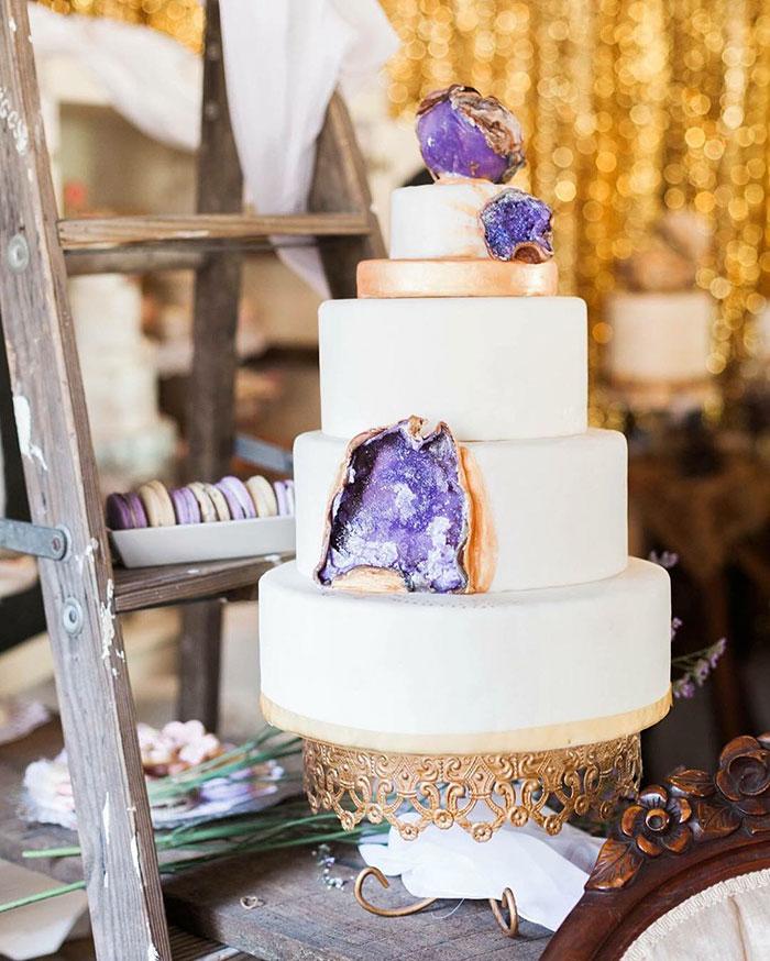 stunning-beautiful-amethyst-geode-wedding-cake-design (3)