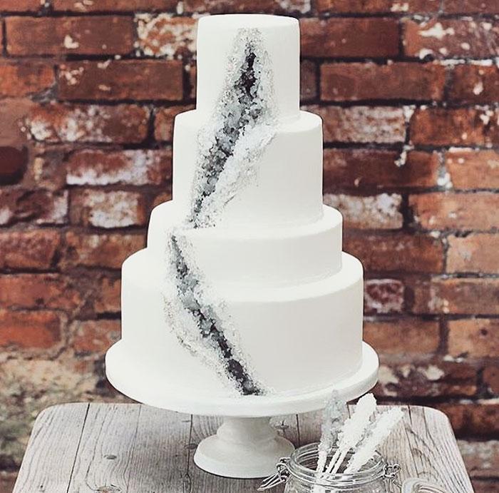 stunning-beautiful-amethyst-geode-wedding-cake-design (4)