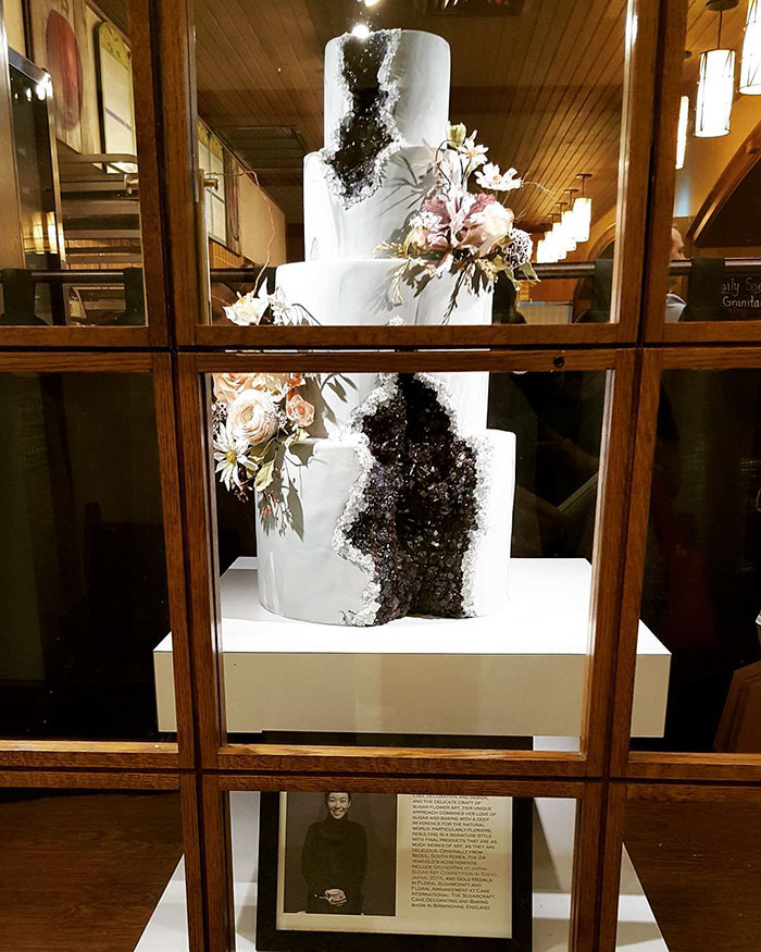 stunning-beautiful-amethyst-geode-wedding-cake-design (6)
