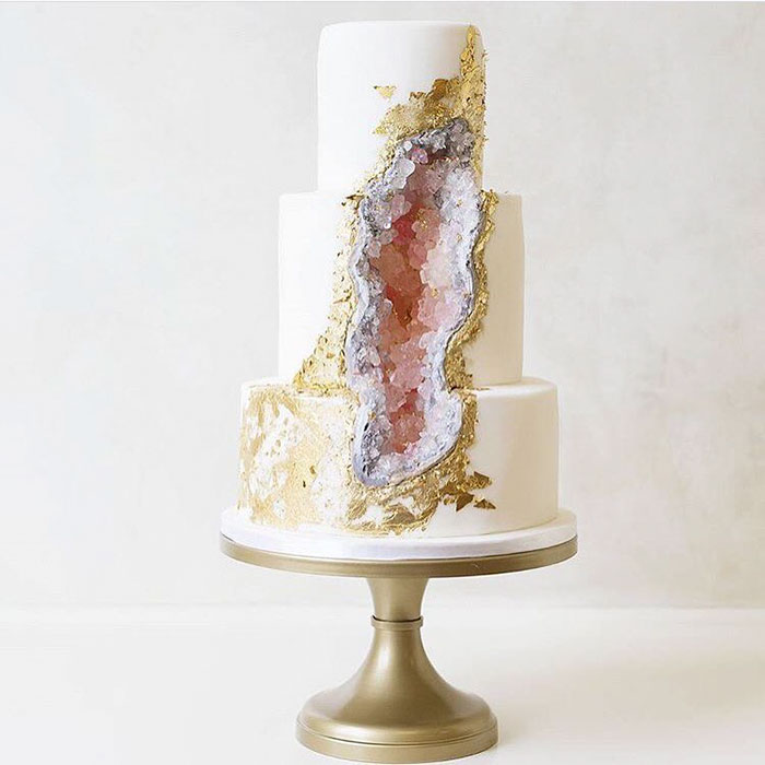 stunning-beautiful-amethyst-geode-wedding-cake-design (7)