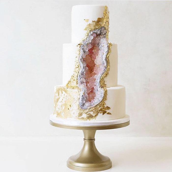 stunning-beautiful-amethyst-geode-wedding-cake-design (7)