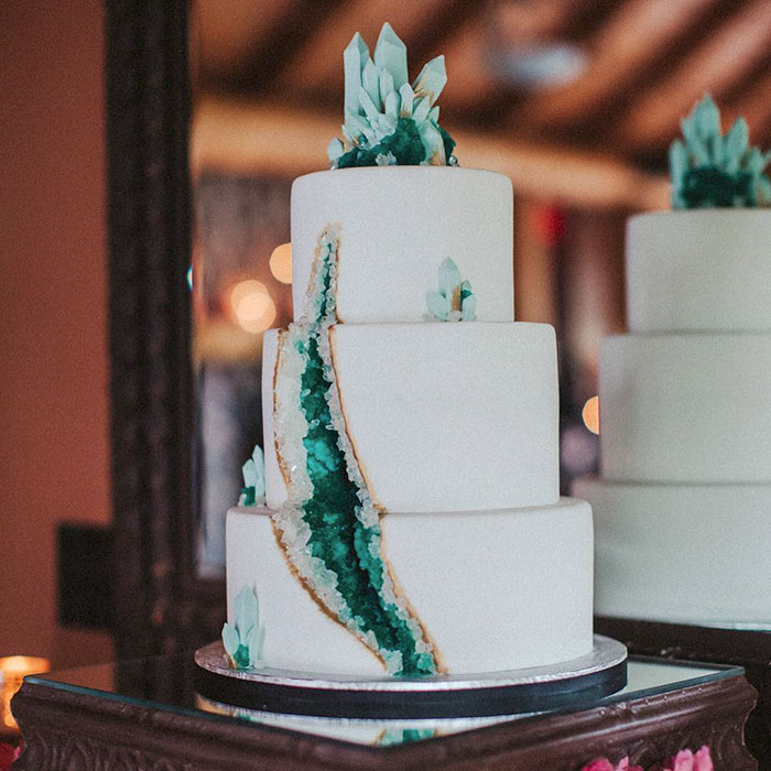 stunning-beautiful-amethyst-geode-wedding-cake-design (8)