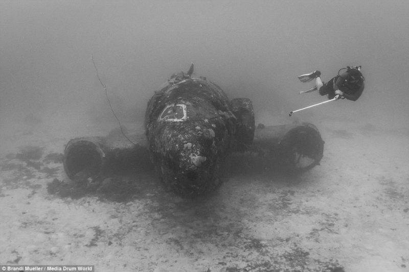 underwater-plane-graveyard-World-War-Two-fighters-photography (12)