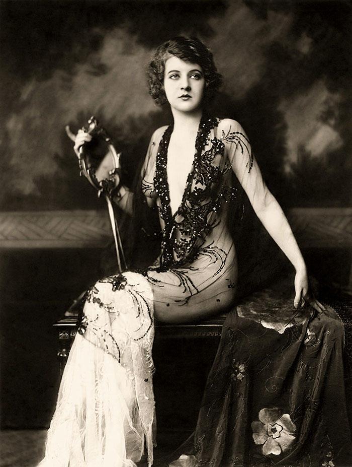 western-modern-fashion-1920s-women-dress-clothing-style (13)