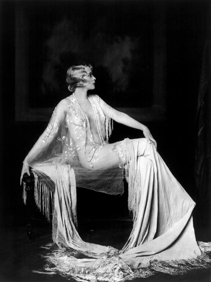 western-modern-fashion-1920s-women-dress-clothing-style (14)
