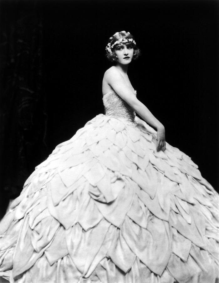 western-modern-fashion-1920s-women-dress-clothing-style (15)