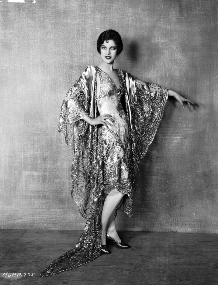 western-modern-fashion-1920s-women-dress-clothing-style (4)