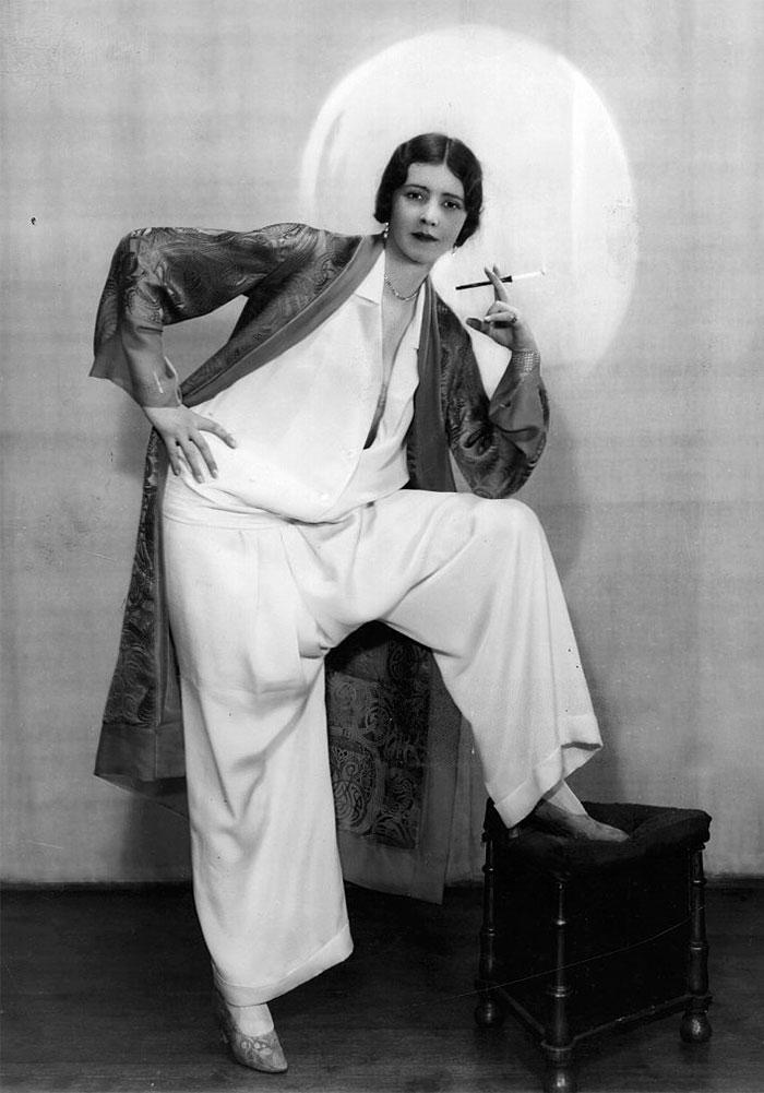 western-modern-fashion-1920s-women-dress-clothing-style (8)